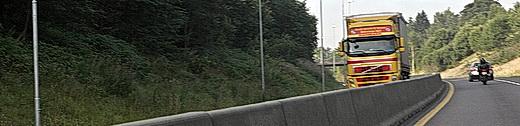 Midtdeler, ett av mange kostnadskrevende trafikksikkerhetstiltak. Foto: Samferdsel