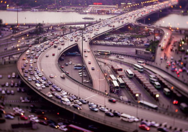 Trafikkmaskinen ved Tahrir-plassen og broen over til bydelen Zamalek er et av de mest belastede trafikknutepunktene i Kairo.