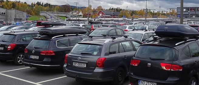 Innfartsparkering Gjønnes, Kolsåsbanen. Foto: Are Wormnes