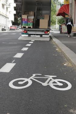 Lastebil i sykkelfelt. Foto