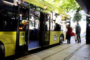 Foto. Bussholdeplass i Trondheim.
