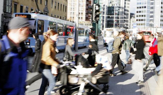 «Norge har i flere år hatt som mål at byenes persontrafikkvekst må tas av kollektivtransport, gåing og sykling», fastslår Ray Pritchard. Illustrasjonsfoto: F. Dahl.