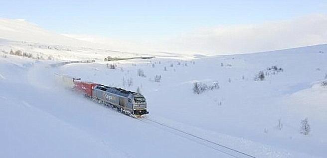 Godstog passerer Saltfjellet. Foto: Øystein Grue/Jernbaneverket.