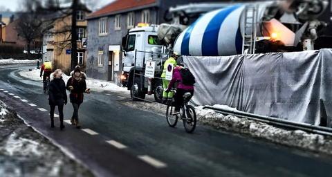 Nær byggeplasser i boligområder kreves økt oppmerksomhet på syklistenes sikkerhet. Foto fra Trondheim: Petr Pokorny.