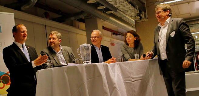 I panelet, fra venstre: Samferdselsminister Ketil Solvik-Olsen, Ruter-sjef Bernt Reitan Jenssen, Google Norway-sjef Jan Grønbech, Polyteknisk Forening-president Silvija Seres og TØI-sjef Gunnar Lindberg. Foto: F. Dahl.