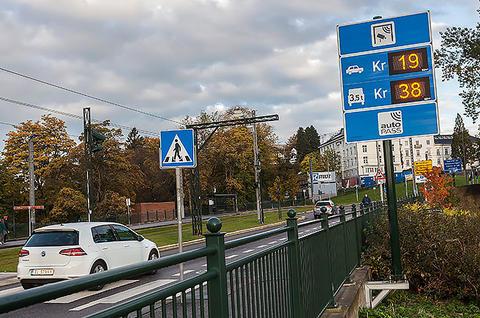 Trafikken gjennom bomringen utenom rushtidene har bare økt med 0,4 prosent, til tross for at taksten er redusert fra 25 kroner før til 19 kroner etter at takstdifferensieringen ble innført. Foto: Otto von Münchow