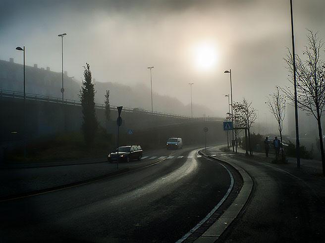 Når kulden legger seg over Bergen, kan giftlokket legge seg tett over byen, som her nær Danmarksplass.