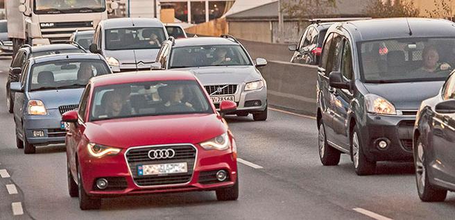 Med prosjektet «Spontan samkjøring» forsøkte Statens vegvesen å få bergenserne til å kjøre mer sammen, som et ledd i å få bukt med den kompakte rushtidstrafikken, som her i Fjøsangerveien.