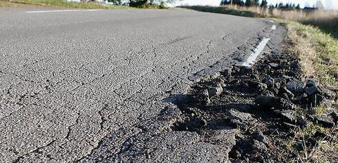 Ingen stor nyhet, vil mange mene, at det ikke i ett og alt står bra til med norske veier. Illustrasjonsfoto: Samferdsel.