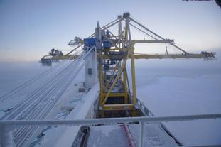 Skipet passerte Nordøstpassasjen med åpne luker. © Hansa Heavy Lift.