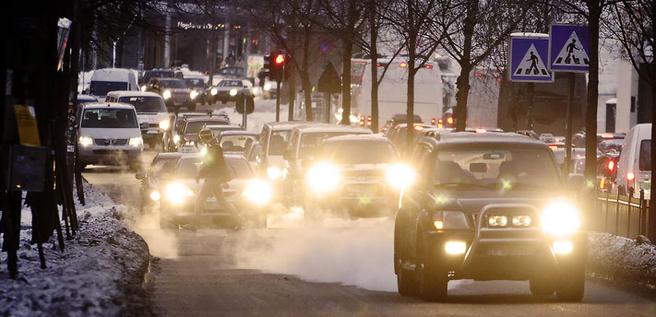 Ingen tvil om at luftkvaliteten forringes av trafikken. Men måten dieselforbudet er blitt iverksatt på, bærer preg av panikk. Arkivfoto: Cornelius Poppe / Scanpix (Vinteren 2010)