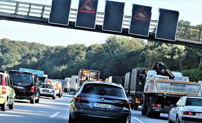 Et hovedbudskap fra ITF-representanter da ITF Transport Outlook 2017 ble offentliggjort denne uken, gikk på at transport og klima ikke kan komme på bølgelengde gjennom teknologiske løsninger alene – de må ledsages av dristige politiske vedtak. Bildet viser en trafikkork på en nordtysk motorvei. Foto: F. Dahl.