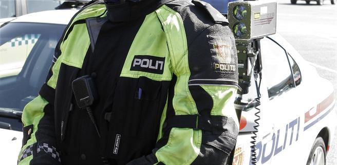 «Skulle man lage en kampanje, er det ikke langt fra sannheten å si: Bare kjør på – vi har i praksis fri fart i Norge. Du løper en økt risiko for ulykke, men å bli tatt av politiet kan du (nesten) glemme», skriver Rune Elvik.