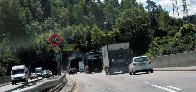 «Vegvesenet oppfordret folk til å la bilen stå og heller velge andre transportmidler. Mange trafikanter ser ut til å ha fulgt oppfordringen», skriver artikkelforfatteren. Brynstunnelen i bakgrunnen. Foto: Samferdsel.