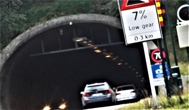 «Det er godt mulig myndighetene kan sno seg fram via jus til likevel å få lov til å bygge et nytt parallelt tunnelløp under Oslofjorden med sju prosent stigning, men hvor klokt er det?», skriver Knut Olaf Sunde.