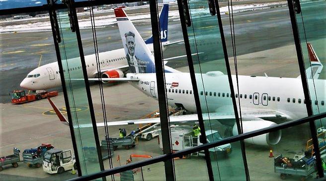 Sterk juli-trafikk, et tegn på at Avinor finner anvendelse for sin nylig utvidede terminalkapasitet her på Oslo Lufthavn Gardermoen. Foto: F. Dahl.
