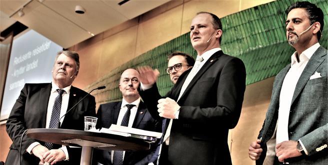 Mange hadde hatt et ord med i laget før stortingsmeldingen om NTP 2018–2029 ble presentert på en pressekonferanse i Oslo 5. april i år. Mens samferdselsminister Ketil Solvik-Olsen (FrP) redegjorde, var han flankert av – fra venstre i bildet – Hans Fredrik Grøvan (KrF), Morten Stordalen (FrP), Nikolai Astrup (H) og Abid Raja (V). Foto: F. Dahl.