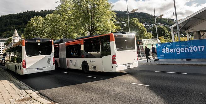 Christies gate i Bergen sentrum blir målområde for sykkel-VM. I dag passerer 200 busser i timen gjennom gaten, som blir stengt under VM i dagene 16.–24. september. Foto: Otto von Münchow.