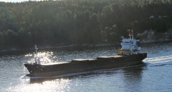 Heller med skip enn med lastebil, dette er tanken bak nyordningen. Foto: F. Dahl.