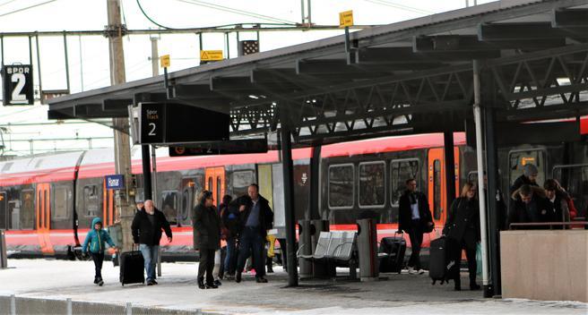 «De er ikke interessert i om det er NSB eller Bane NOR som forårsaker forsinkelsene, de vil at toget skal være i rute», sier NSB-sjefen om sine kunder. Foto: F. Dahl.