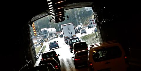 «Et fåtall sjåfører hadde vært nødt til å endre rekkefølgen på leveransene», skriver artikkelforfatterne. «Flere opplyste om hjelp fra kjørekontoret, som la opp ruter slik at sjåføren unngikk unødvendige turer igjennom Brynstunnelen.» Illustrasjonsfoto: F. Dahl.