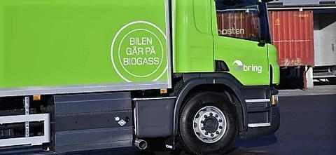 Enkelte tunge kjøretøyer her i landet går allerede på biogass. Foto: Nils Erik Midtbø / Posten Norge.