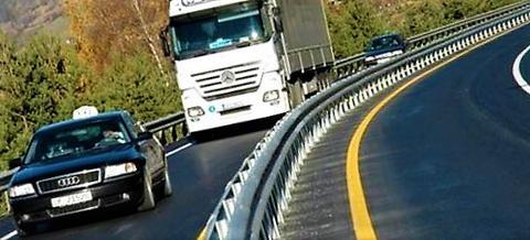 Midtdeler, et eksempel på hva som kan bedre trafikksikkerheten. Men hva er den enkelte av oss villig til å betale for et slikt tiltak? Foto: Statens vegvesen.
