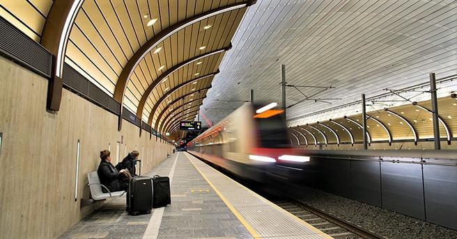 «Det er lagt stor vekt på at publikum skal oppleve stasjonen som lys og luftig», skriver juryen. Foto: Anne Mette Storvik, Bane NOR.
