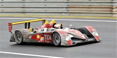 Bilde 2: Audi R10 TDI med turbo-dieselmotor som vant Le Mans i 2006–2008. Her et bilde av vinnerbilen fra 2008, med danske Tom Kristensen som sjåfør. Foto: all-free-photos