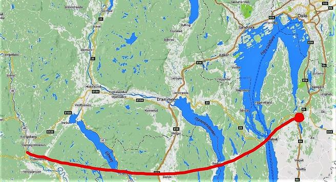 Paul Barkve ser for seg en ny veiforbindelse fra Saggrenda nær Kongsberg i vest til Vassumkrysset øst for Oslofjorden – og dermed til både E6 og E18. Kart: Google Maps/Samferdsel.