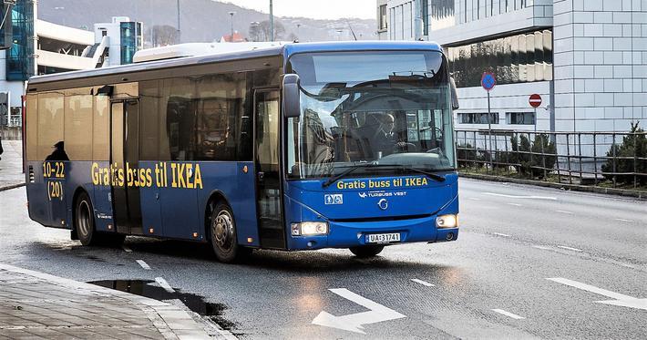 Nye miljøkrav eller ikke til Ikea-bussen i Bergen? Spørsmålet er blitt utgangspunkt for en meningsstrid der siste ord ikke er sagt.