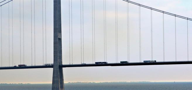 Noen ganger kan vinden her på Storebæltsbroen bli vel kraftig. Arkivfoto: Samferdsel.