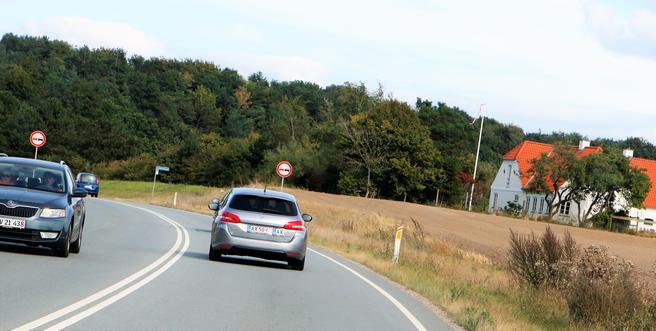 «Fantastisk egoistisk å se andre steder enn på veien når man kjører», sier Danmarks transportminister. Foto: F. Dahl.
