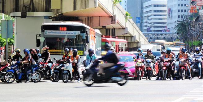«Jeg har ingen konkrete forslag til hva man kan gjøre for å bedre sikkerheten for motorsyklister i Bangkok», skriver Rune Elvik. Foto: Wei Li.