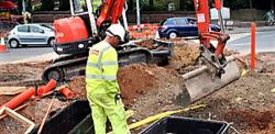 Forsøkene er utført i storbyen London og grevskapet Kent. Nå bebuder det britiske transportdepartementet at ordningen, omtalt som Lane rental schemes, skal tas i bruk på nasjonalt plan.