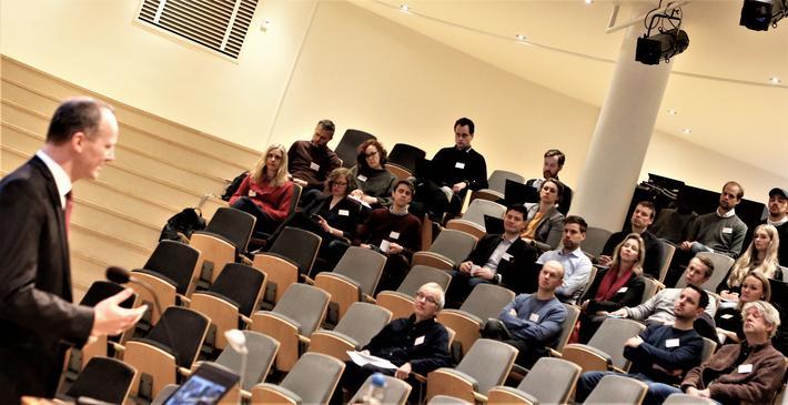 2018-utgaven av Kollektivforums årskonferanse ble, som tidligere utgaver av den, dradd i gang av samferdselsminister Ketil Solvik-Olsen. Foto: F. Dahl.
