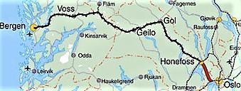 Den påtenkte Ringeriksbanen (markert med rød strek) skjærer, i motsetning til eksisterende bane, ganske rett gjennom landskapet og skal dermed gi sterkt redusert reisetid mellom Oslo og Hønefoss – og mellom Oslo og Bergen. Kart: JB.
