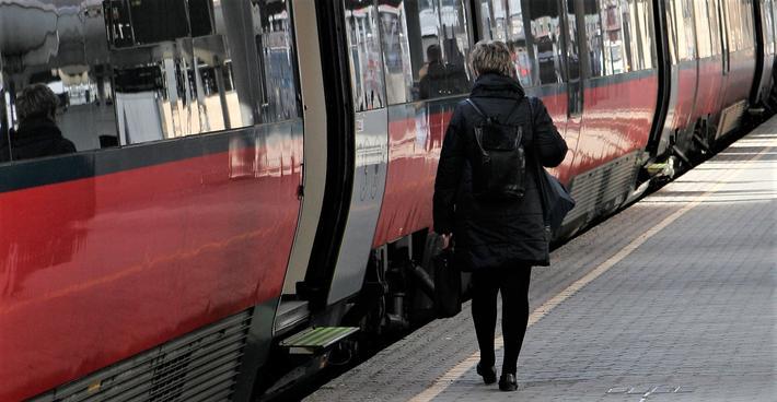 Statlige NSB står fortsatt for togtilbudet som det nå blir konkurranse om. Foto: F. Dahl.