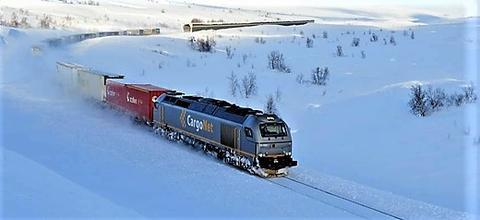 Bane NOR arbeider for å få mer sjømat fra Nord-Norge over fra vei til tog – både tog som går via Sverige og tog som går sørover i Norge på Nordlandsbanen (bildet). Foto: Øystein Grue.