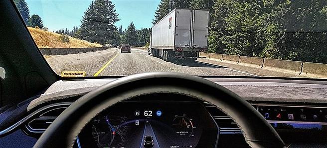 «Kunnskap om etterspørselseffekten av førerløse biler er sentral for fremtidig transportplanlegging», skriver artikkelforfatterne. Illustrasjonsfoto: Ian Maddox/Wikimedia Commons.