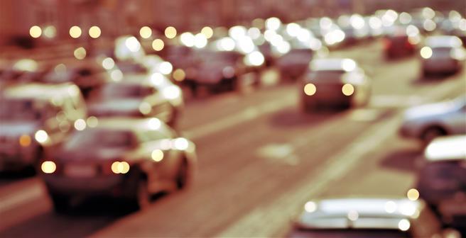 Regjeringen og Stortinget har i Nasjonal transportplan 2018–2029 fastsatt et mål om at alle nye personbiler som registreres i 2025, skal være utslippsfrie. Artikkelforfatterne belyser vilkårene for at målet kan nås. Illustrasjonsfoto: Sergiy Serdyuk /Scandinavian Stockphoto.