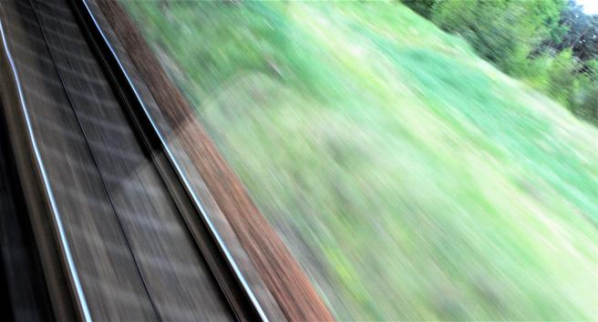 «I sum virker det ( … ) vel selvsikkert av Ringeriksbanens forkjempere å hevde at det ikke finnes noen som helst grunner, verken faglige eller politiske, for å utsette Ringeriksbanen til 2022», skriver Jørn Hanssen. Illustrasjonsfoto: F. Dahl.