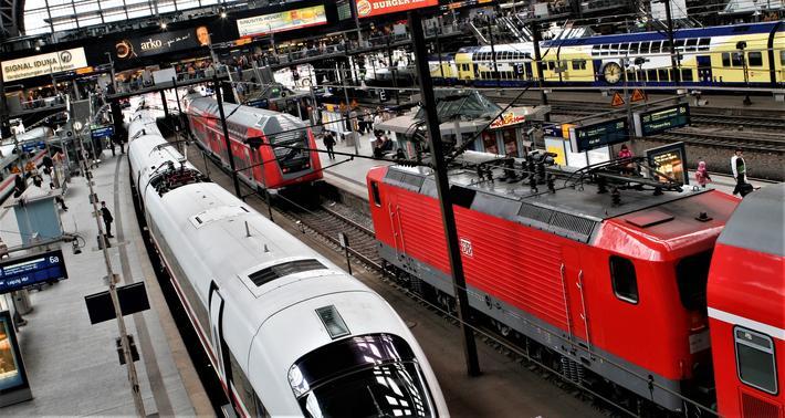 EU-kommisjonen må erkjenne at de transportpolitiske mål for jernbanen i EU frem mot 2050 er for optimistiske, fastslår artikkelforfatteren. Illustrasjonsfoto fra Hamburg: F. Dahl.