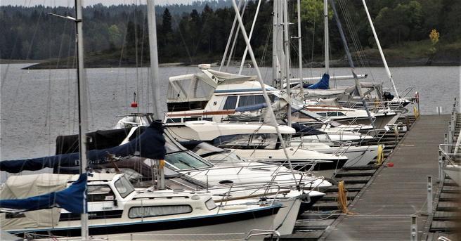 MA – Rusfri Trafikk ser helst at førere av fritidsbåter ikke legger fra kai i ikke sober tilstand. Foto: Samferdsel.