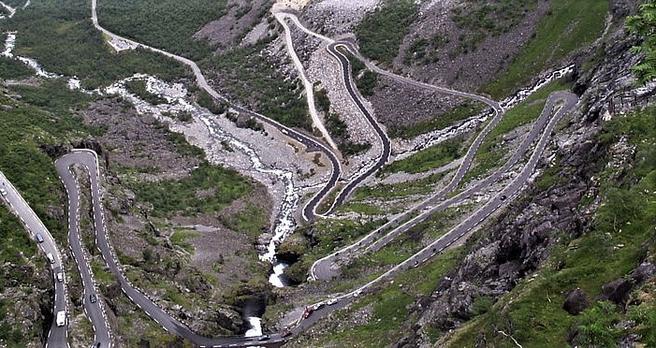 Trollstigen – svingete og bratt, og for en turistattraksjon å regne. Foto: Wikimedia/Color probe.