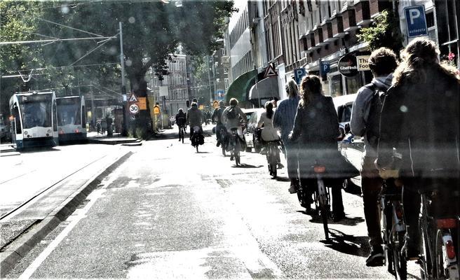 Amsterdam metro sykler trikker.  Foto: F. Dahl