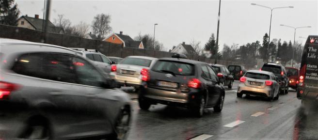 «Siden vi begynte å føre regnskap over våre utslipp, har Norge aldri opplevd noe i nærheten av en tilsvarende reduksjon i utslipp av klimagasser fra veitransporten», skriver Thomas Hansen og Wilhelm Kiil Rød. Foto: Samferdsel.