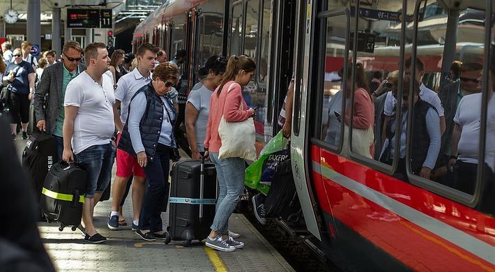 Norske NSB skal ikke lenger være alene om å operere persontog på norske spor. Foto: Mads Kristiansen / NSB