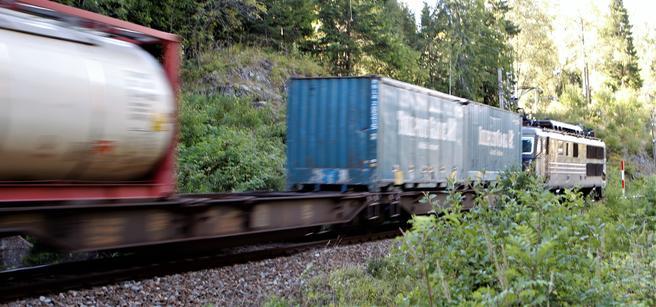 «Statsbudsjettet for 2019 kan være siste mulighet til å sikre fortsatt transport av containere og semihengere på jernbanen», skriver Einar Spurkeland. Foto: F. Dahl