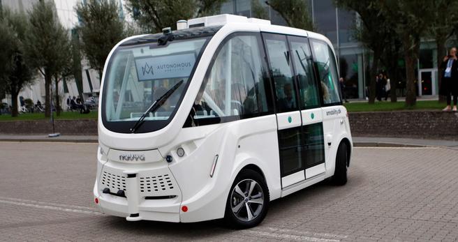 Selvkjørende minibusser er ett av elementene i visjonene om smart mobilitet. Denne bussen ble brukt under den internasjonale stormønstringen omkring intelligente transportsystemer (ITS) i København i september. Foto: F. Dahl